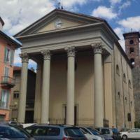 L'imponente facciata neoclassica